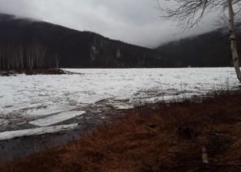 Начало ледохода на реке Олекма в районе кордона Тас-Хайко Олекминского заповедника